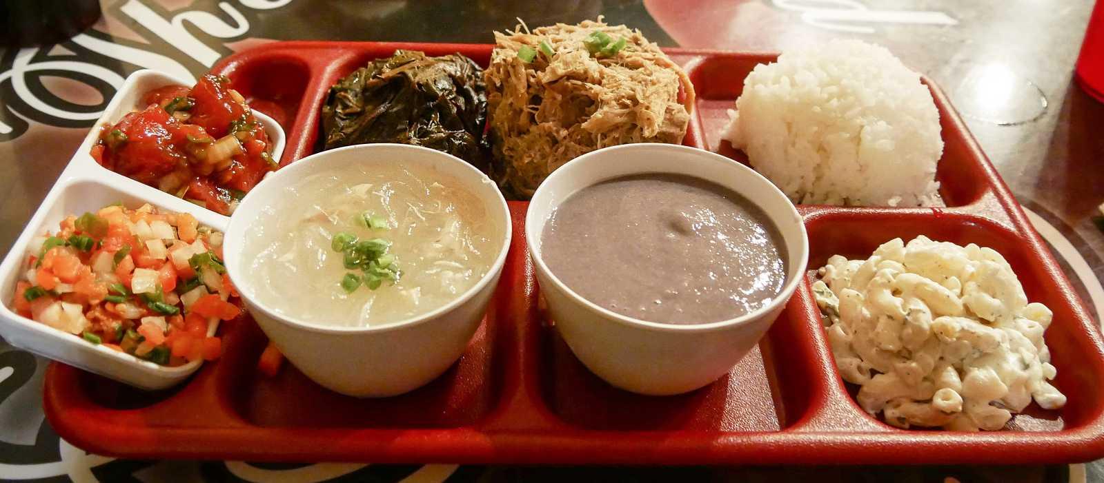 Hawaiian Plate im Poi by the Pound Restaurant