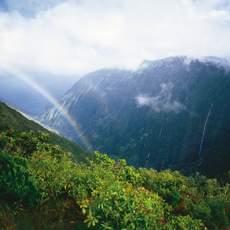 Regenbogen ueber dem Halawa Valley