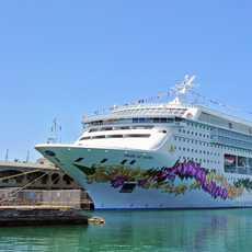 Pride of Aloha im Hafen von Honolulu
