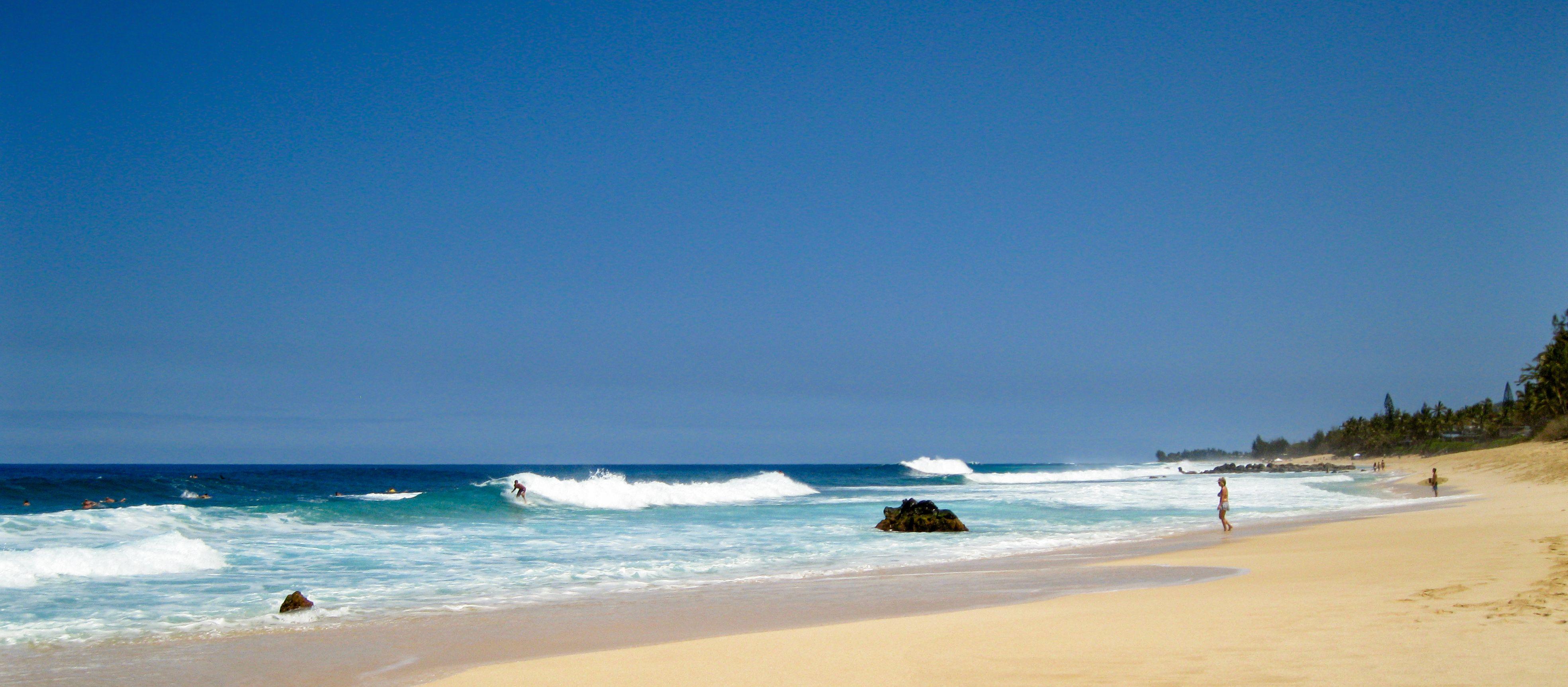 Ein Strand an der Nordküste der hawaiischen Insel O'ahu