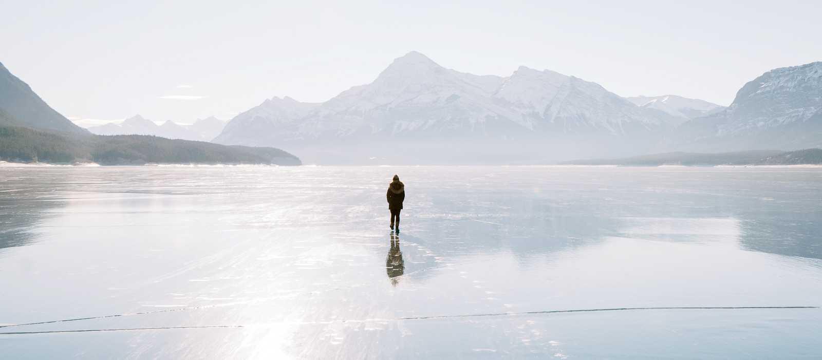 Der beeindruckende Abraham Lake Stausee im North Saskatchewan River in der kanadischen Provinz Alberta
