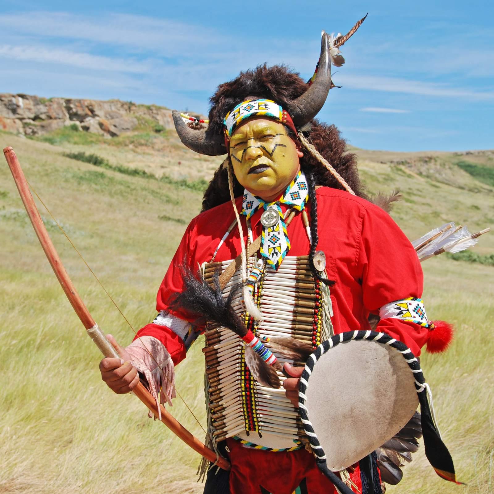 Ureinwohner in traditioneller Tracht