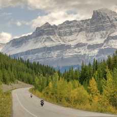 Mit dem Motorrad durch den Banff-Nationalpark in Alberta