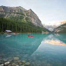 Mit dem Kanu über den Lake Louise