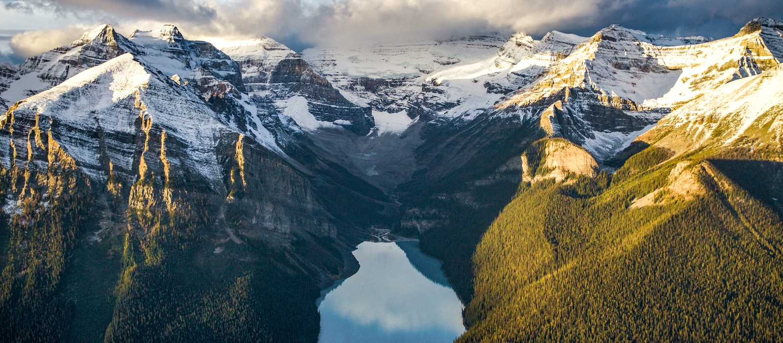 Vogelperspektive vom Lake Louise in Alberta