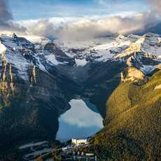 Vogelperspektive vom Lake Louise in Alberta