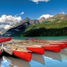 Kanus am Turquoise Lake