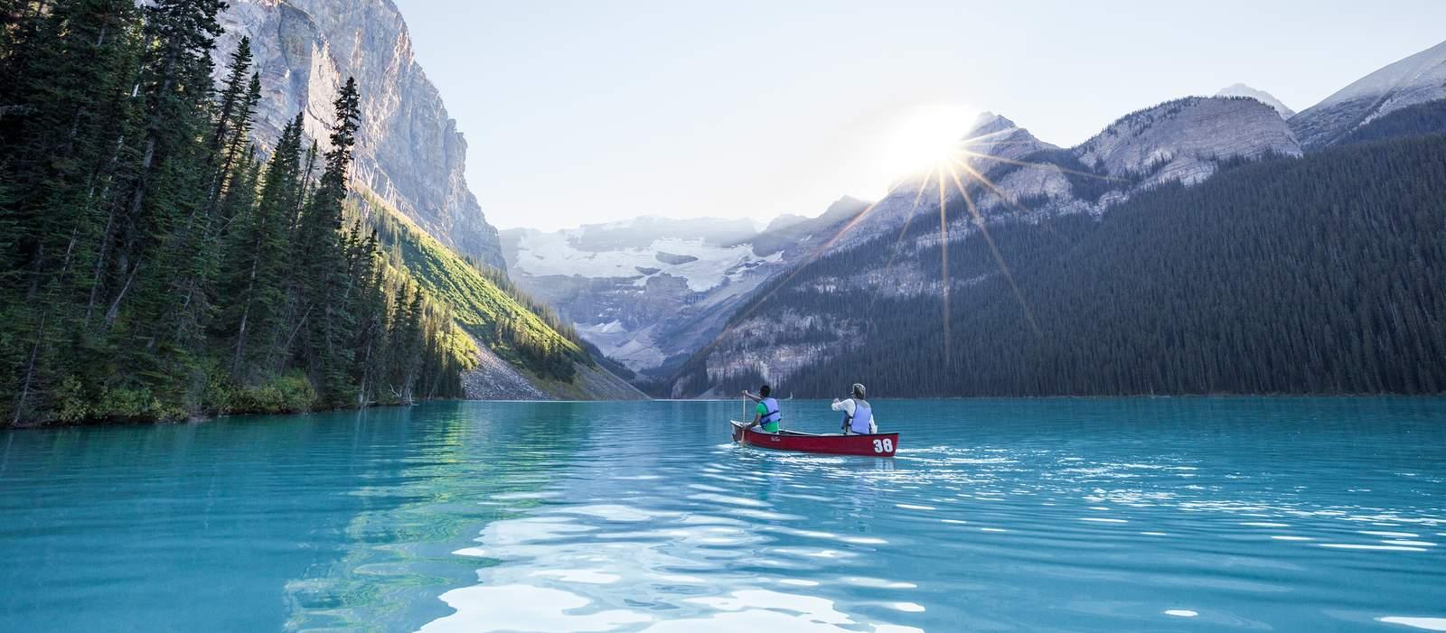 Mit dem Kanu auf dem Moraine Lake