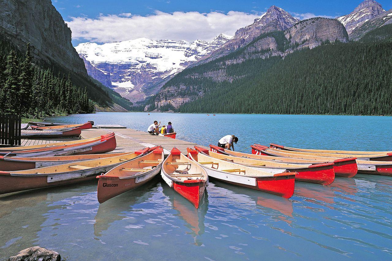 Kanus am Lake Louise