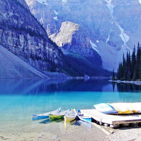 Kanus am Moraine Lake