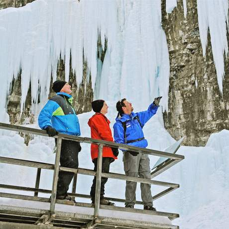 Auf dem Johnston Canyon Icewalk