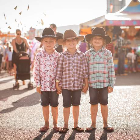 Junge Gäste des Calgary Stampede in Alberta