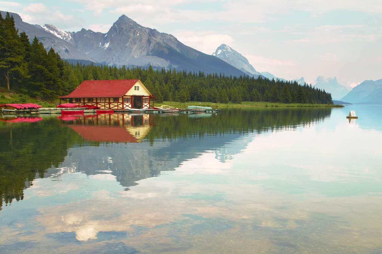 Maligne Lake in Jasper, Alberta