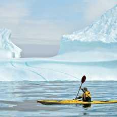 Mit dem Kajak vorbei am Eisberg