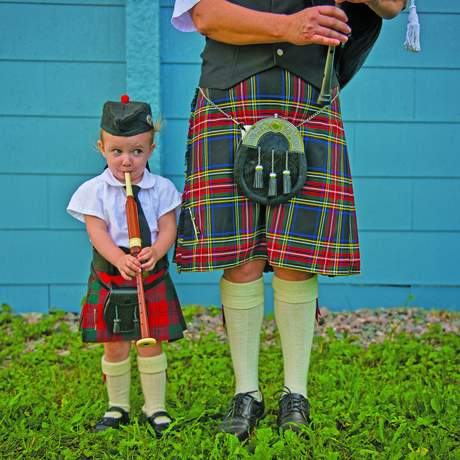 Kind in schottischer Tracht in Pictou, Nova Scotia