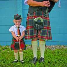 Kind in schottischer Tracht in Pictou, Nova Scotia