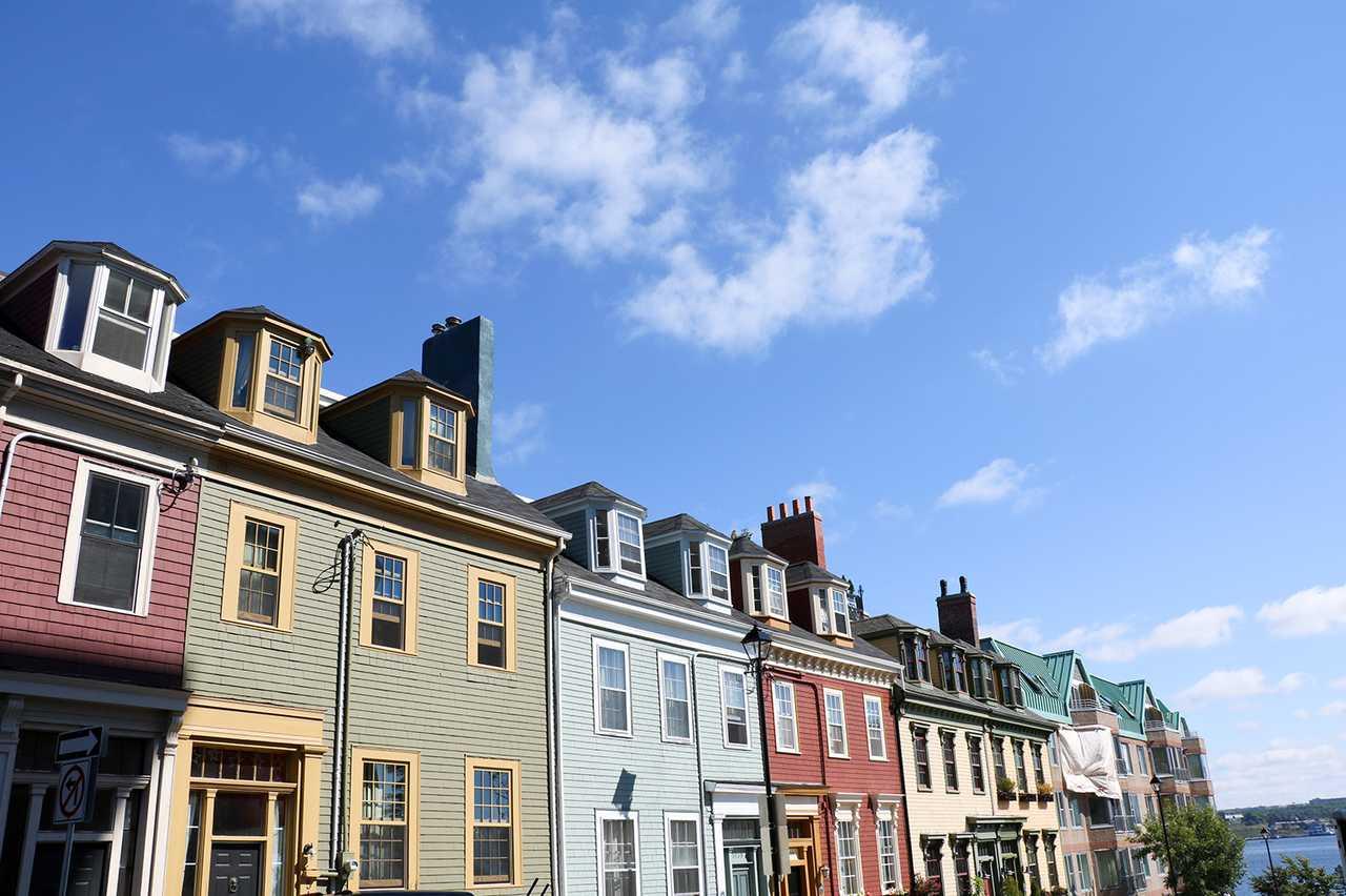 Bunte Häuserreihe in Halifax