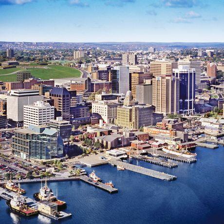 Blick über die City und den Hafen von Halifax