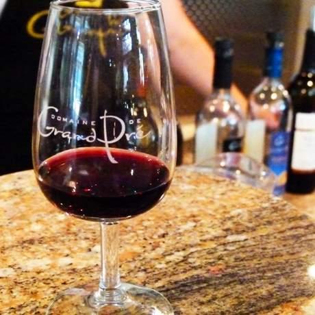 Weinverkostung im Domaine de Grand Pre Weingut