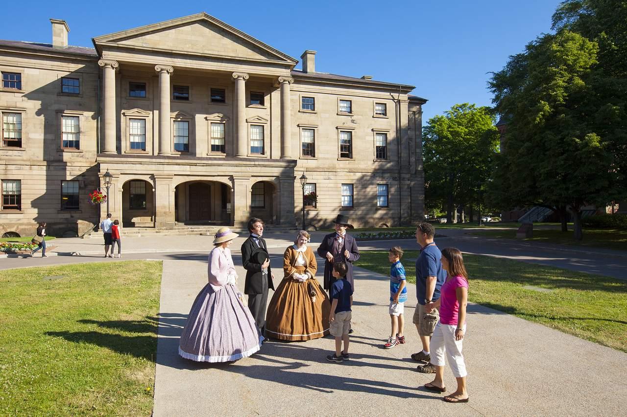 Confederation-Schauspieler vor dem Province House in Charlottetown