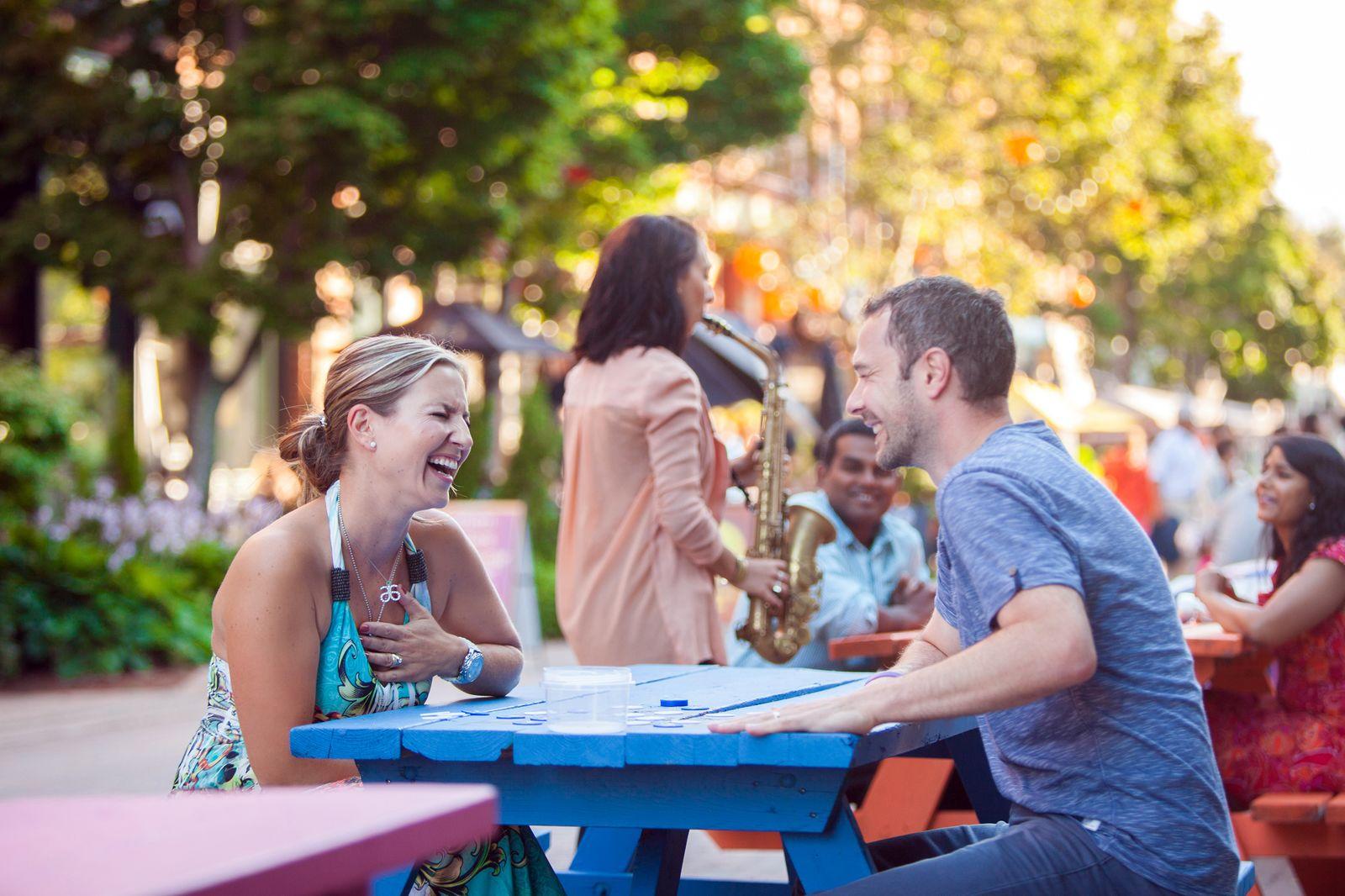 Straßencafe in der Victoria Row