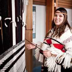 Content Campaign Aboriginal BC, Weben im Squamish Lil'wat Kulturzentrum
