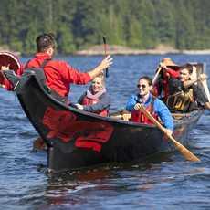 Kanu fahren nach Art der Ureinwohner