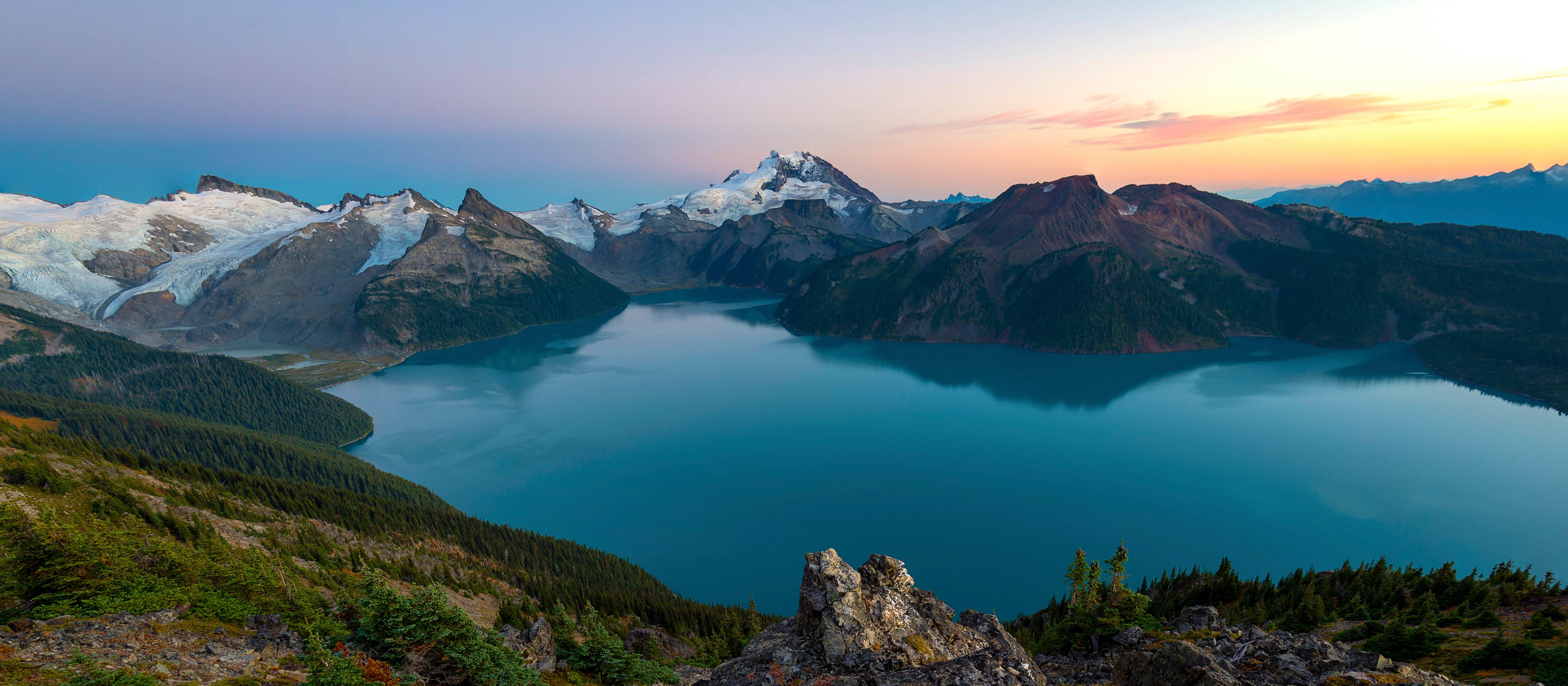 Ausblick auf den Garibaldi Lake und die Berge im Garibaldi Provincial Park