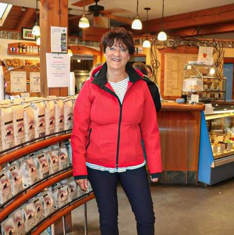 CANUSA-Mitarbeiterin Angelika Weber im Oso Nelson Café in Negro, British Columbia