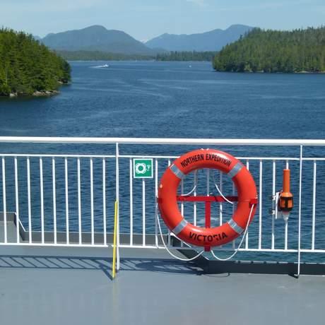 kanada, bc, british columbia, inside passage, bc ferries, view, lake, mountains, trees, rettungsring, gelŠnder