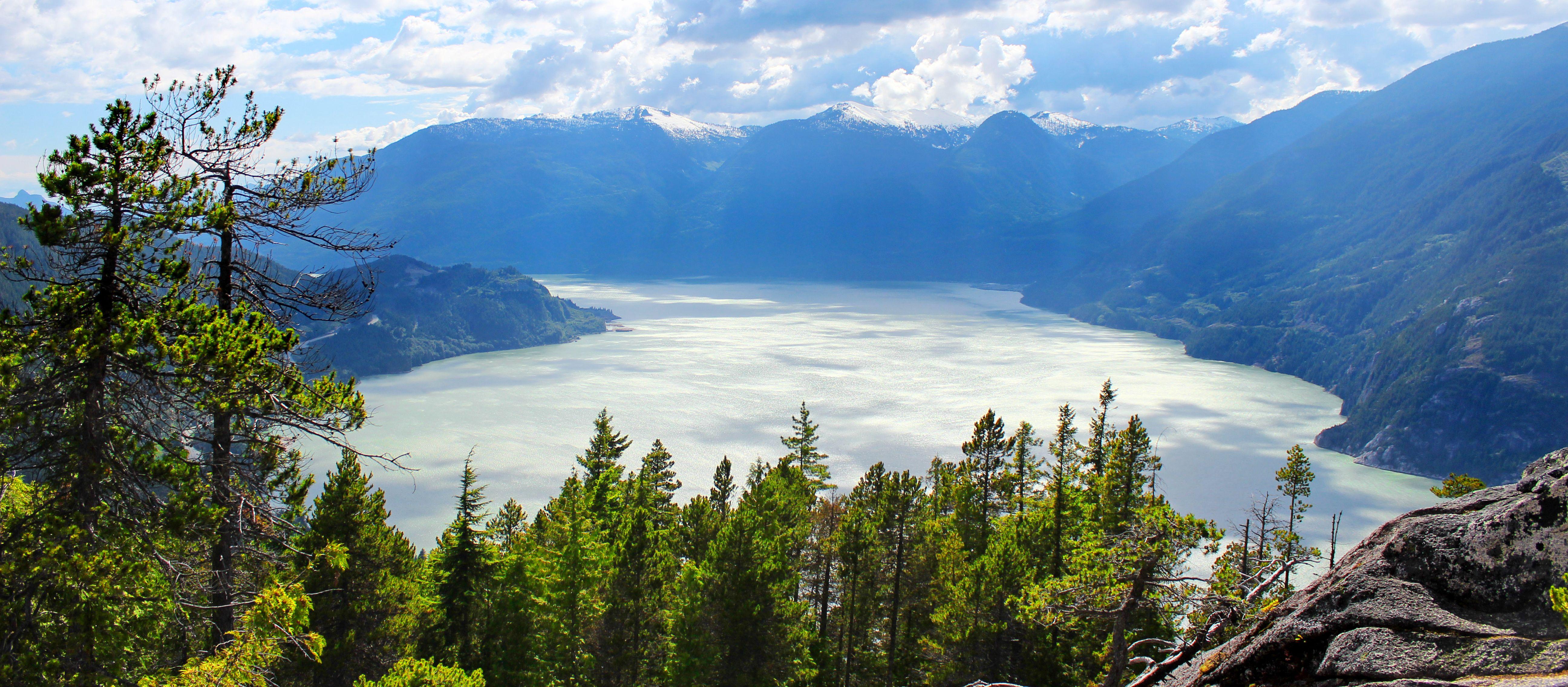 Blick auf den Howe Sound vom Stawamus Chief bei Squamish; British-Columbia