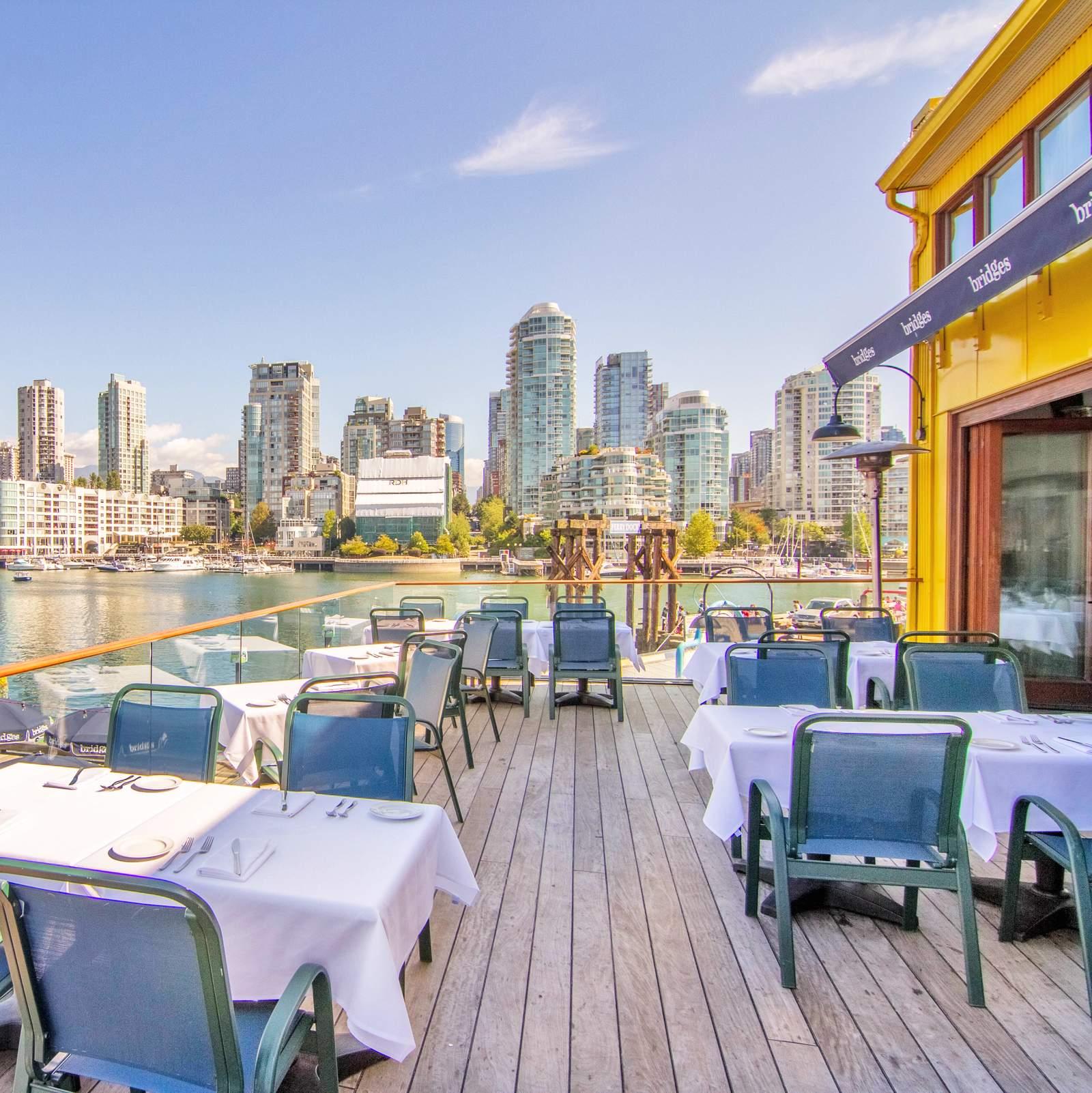 Terasse mit Ausblick vom Bridges Restaurant