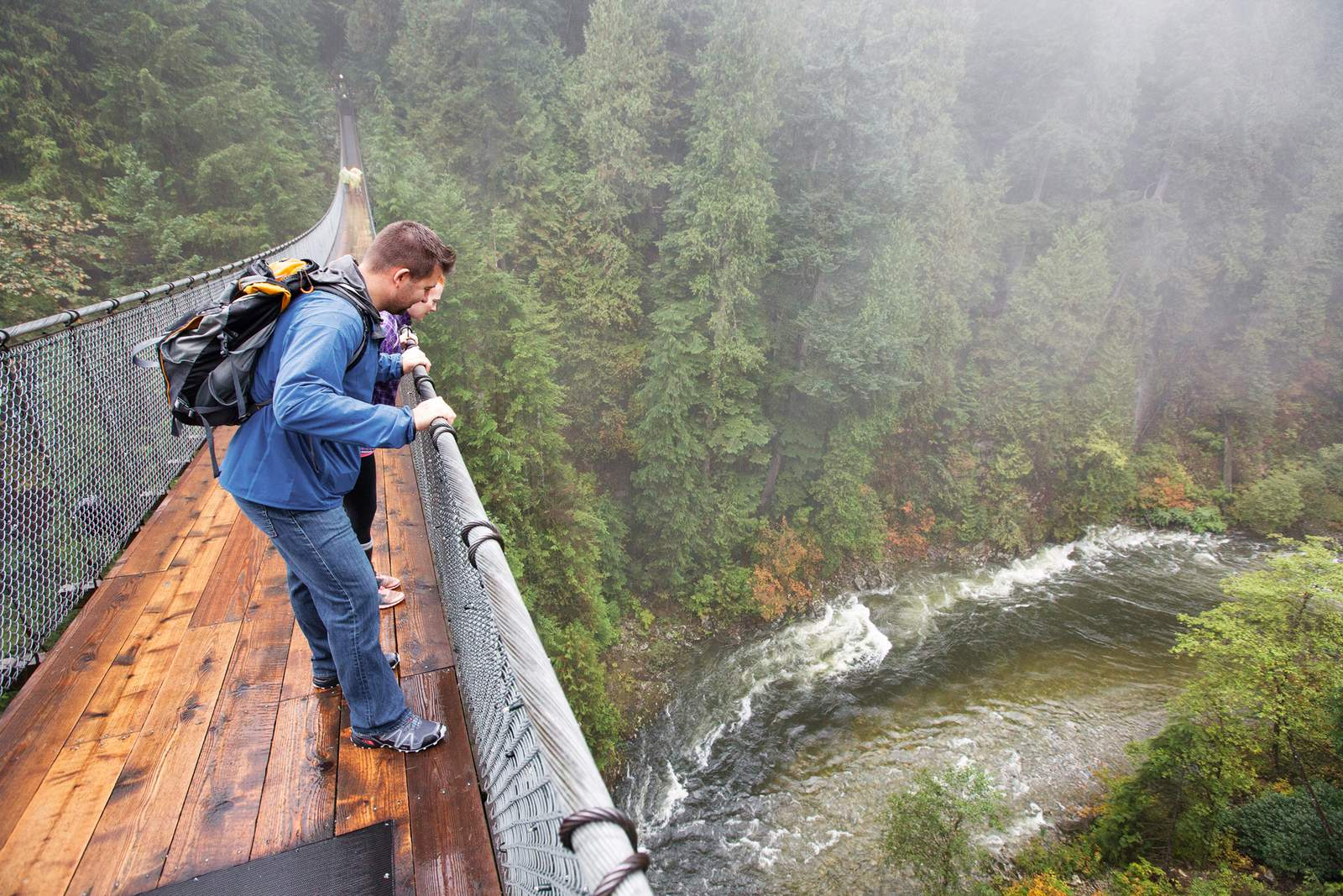 Ein Veregneter Tag im Capilano Suspension Bridge Park, Vancouver