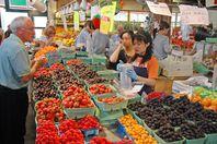 Der Granville Island Public Market direkt am Hafen von Vancouver