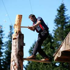 Lumberjack am Grouse Mountain bei Vancouver, British Columbia