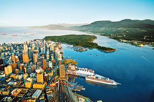 Hafen und Skyline von Vancouver in British Columbia