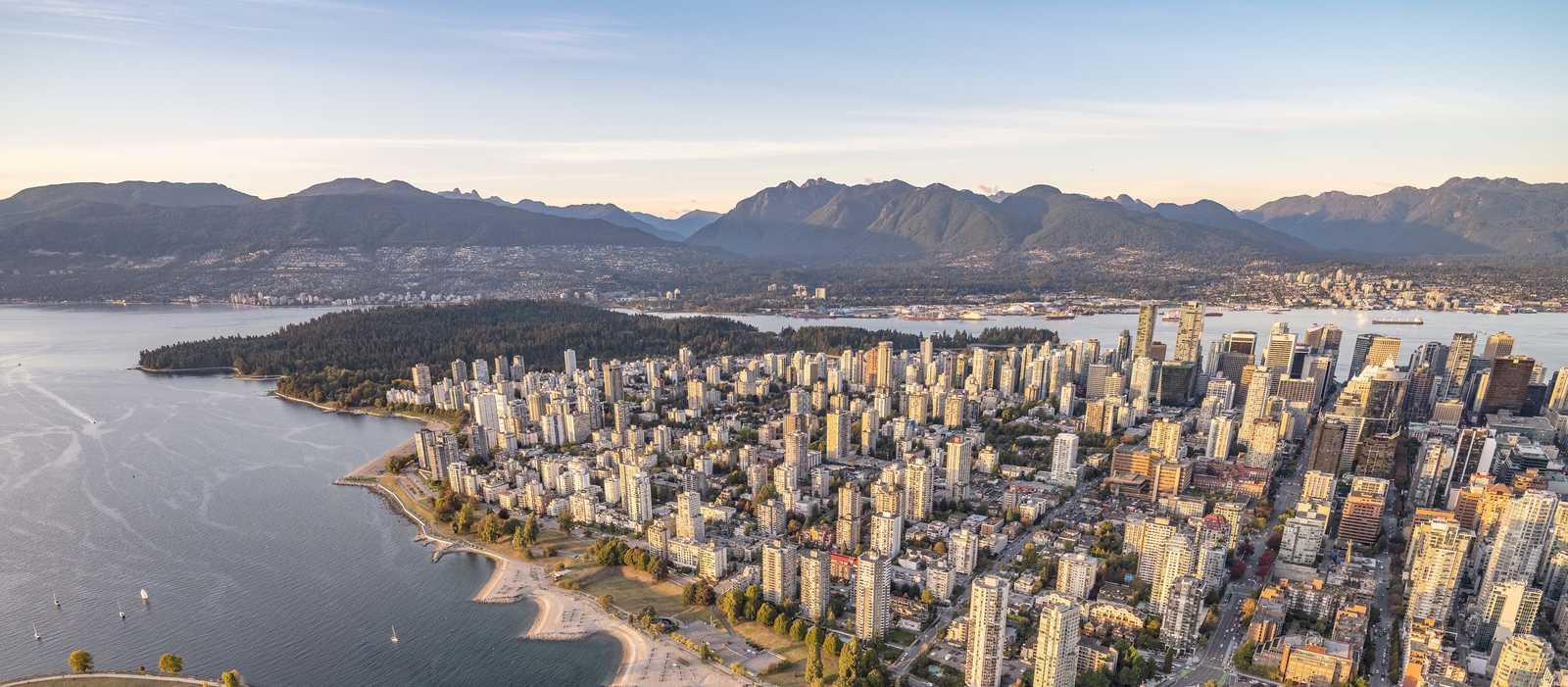 Aussicht auf Downtown Vancouver, den Stanley Park und die Coast Mauntains