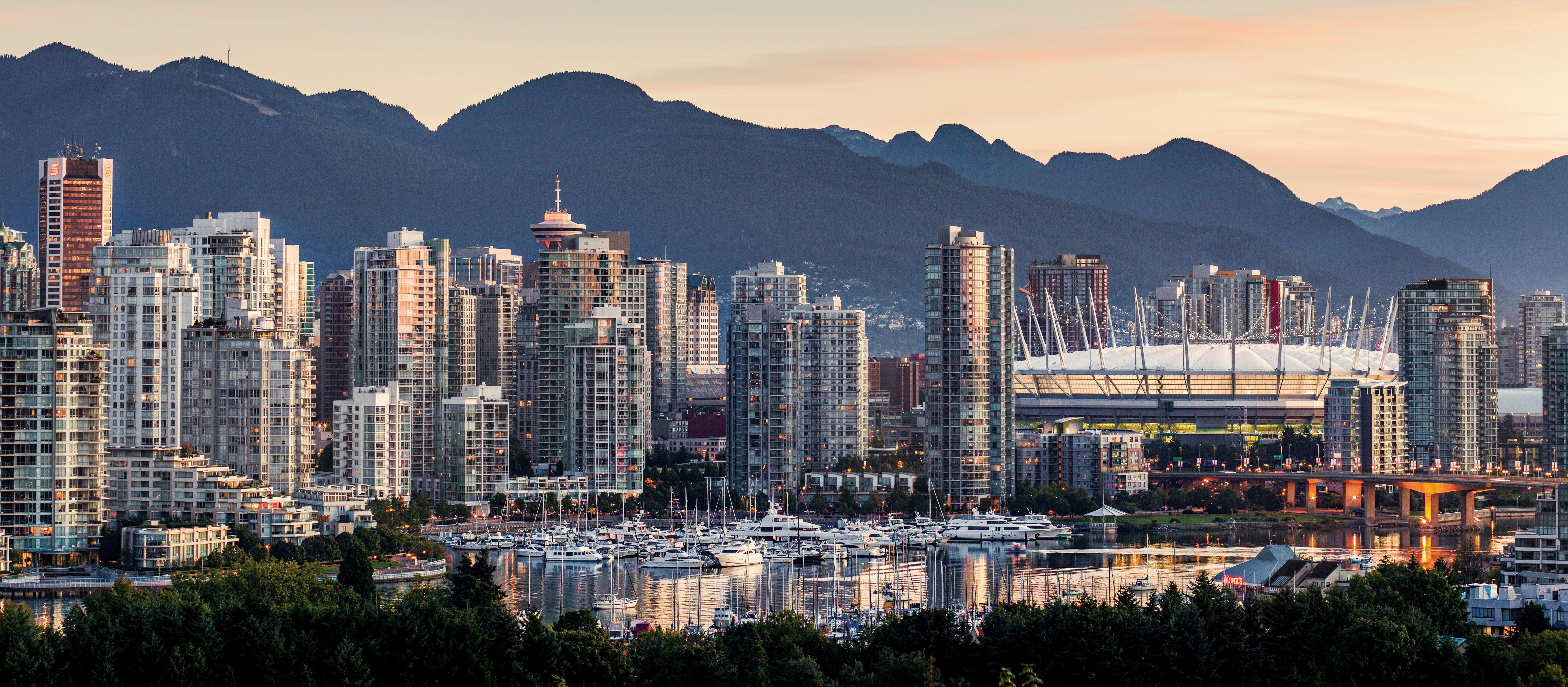 Vancouvers Skyline bei Dämmerung