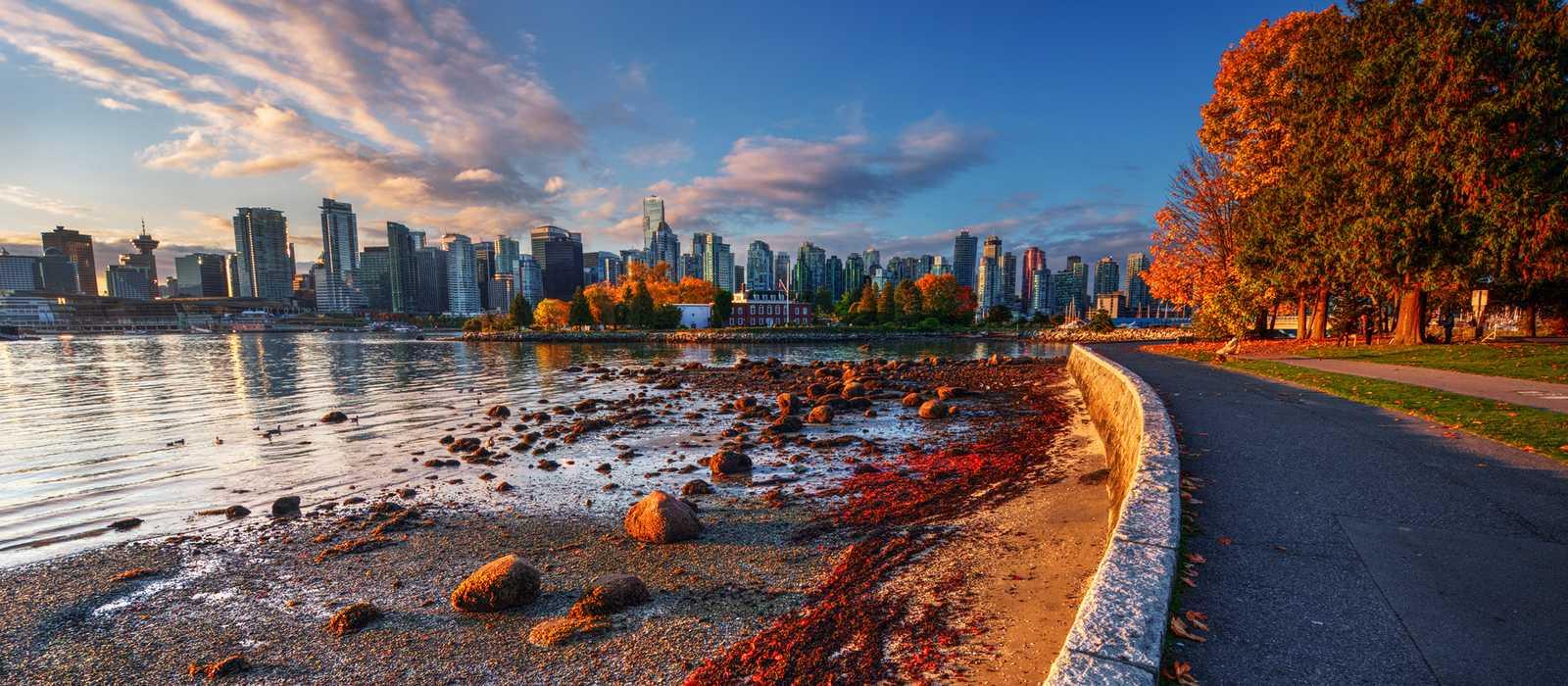 Downtown Vancouver und der Stanley Park im Herbst
