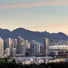 Die Skyline von Vancouver in der Dämmerung
