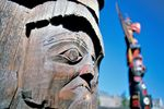 Totempfähle im Thunderbird Park in Victoria in British Columbia
