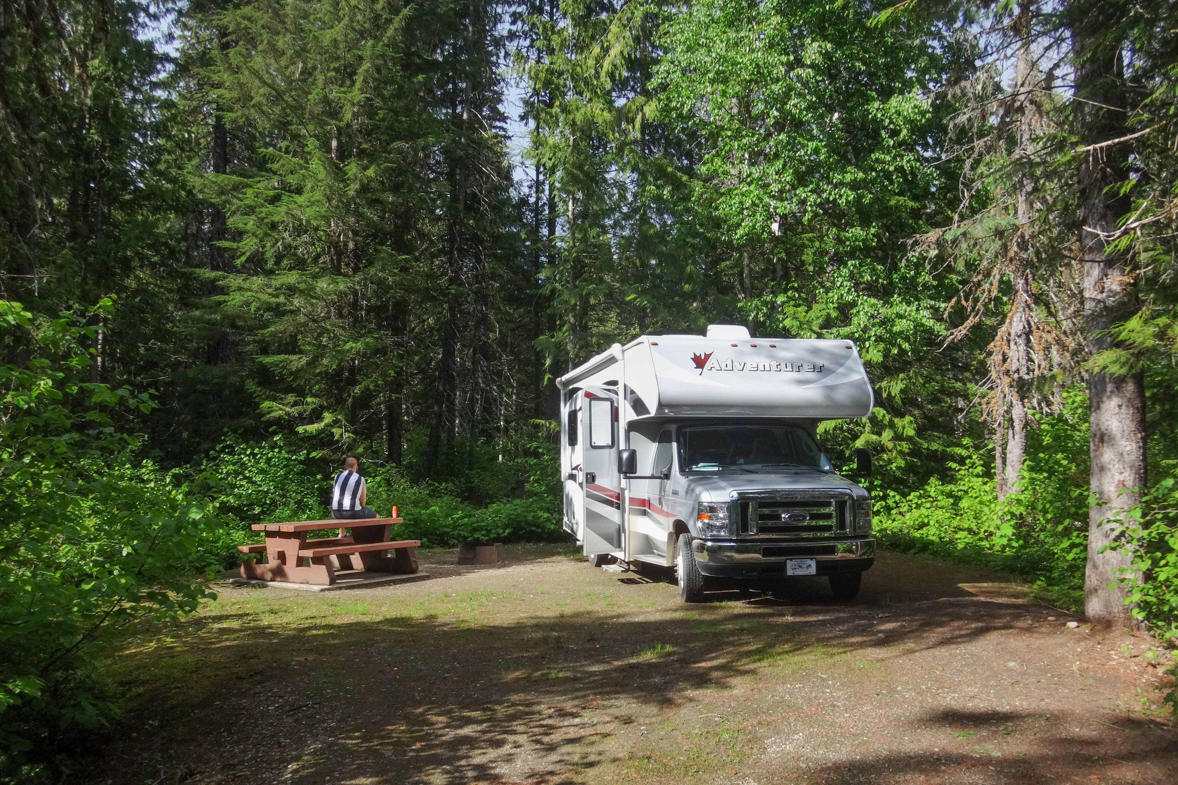 Mit einem Wohnmobil auf einem Campground im Well Gray Provincial Park