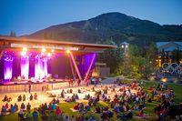 Konzert im Olympic Plaza in Whistler