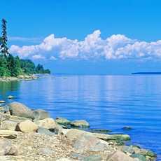Romantisches Ufer