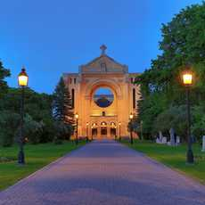 Die St. Boniface Cathedral in Winnipeg bei Nacht