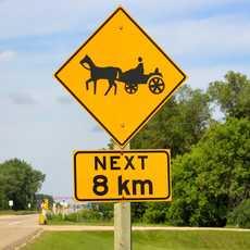 Ein Mennonite Pferdewagen Verkehrsschild in Manitoba