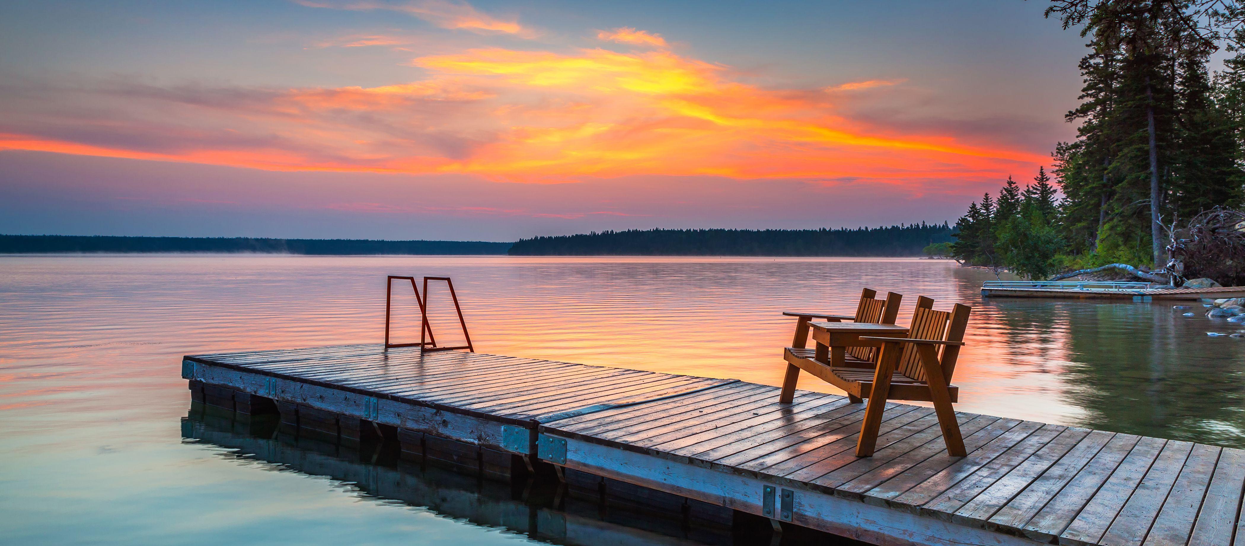 Den Sonnenaufgang bewundern am Clear Lake im Riding Mountain National Park in Manitoba