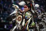 Traditionelle Tänzer bei dem Manito Ahbee Festival