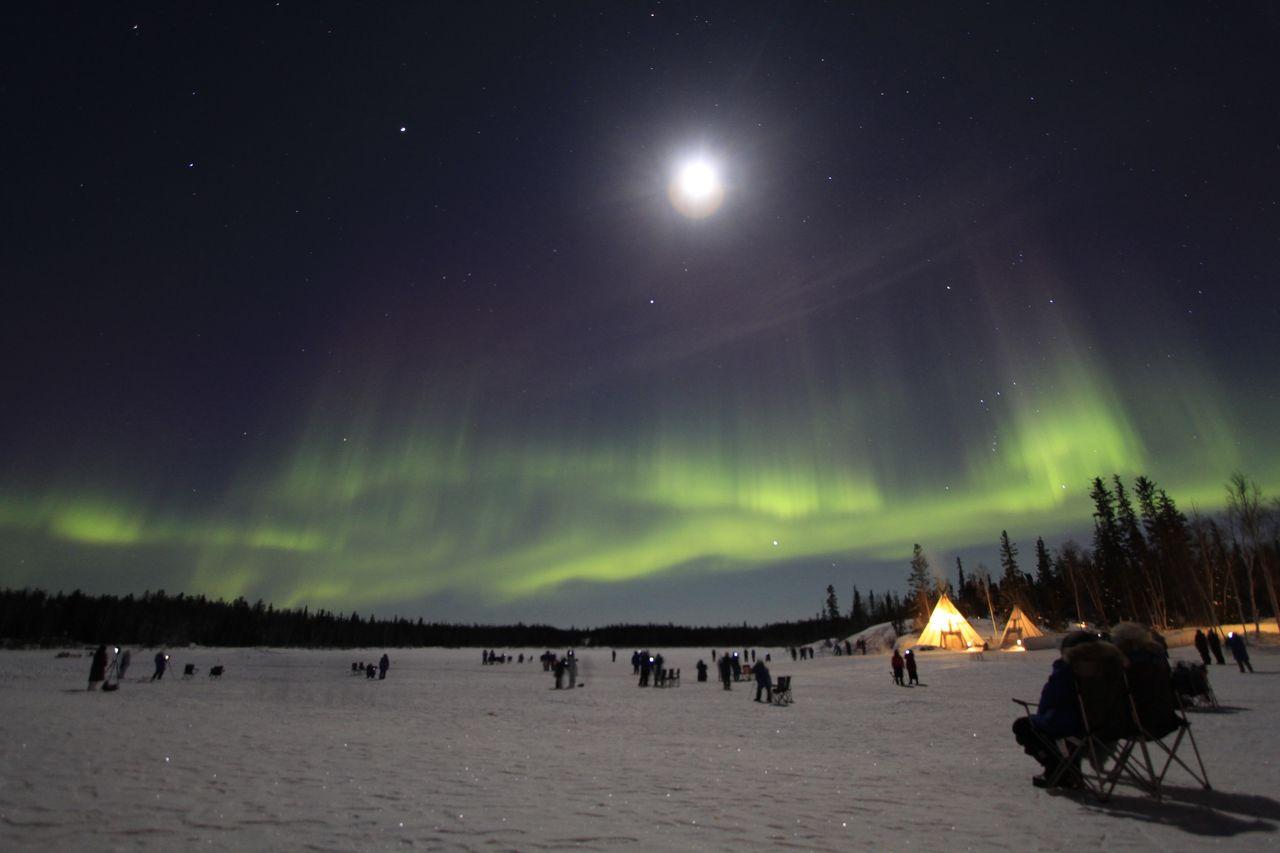 Der Mond und die Polarlichter
