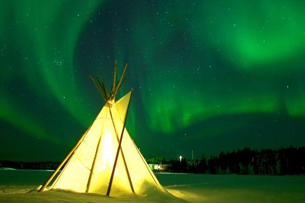 Beleuchtetes Zelt Aurora Village